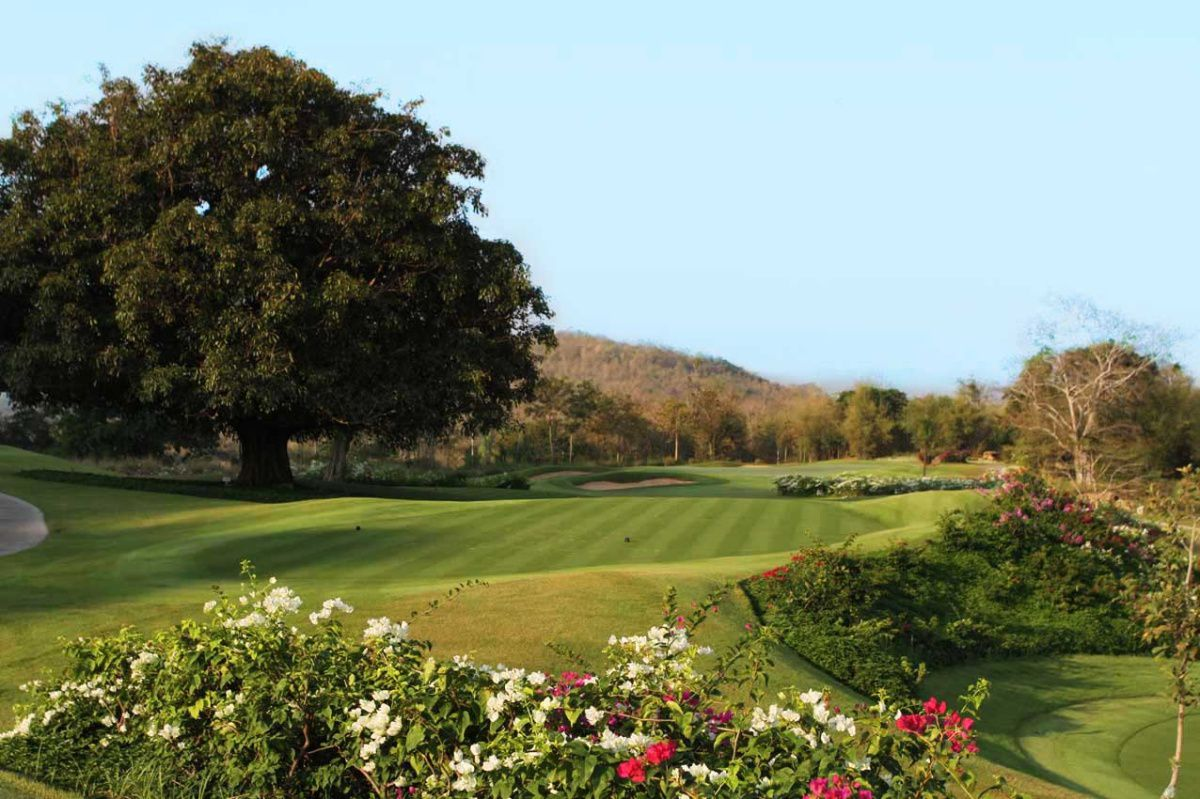 blue-canyon-country-club-lakes-course-4